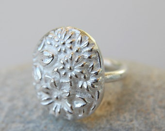 MODERNIST RING - Sterling silver ring. Flower garden.