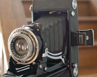 Zeiss Ikon Nettar 515/2 6x9cm on 120 Roll Film Folding Camera with Nettar-Anastigmat Lens and Klio Shutter