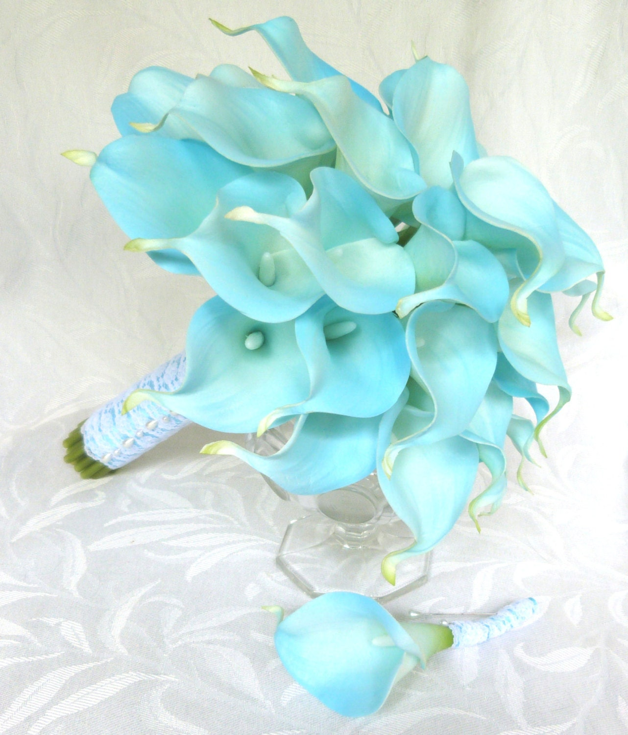 blue real touch calla lily wedding bouquet light blue calla. Black Bedroom Furniture Sets. Home Design Ideas