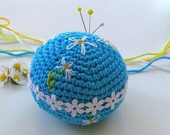 Pincushion, crochet daisy pincushion, Free UK postage, blue pincushion, daisy chain pin tidy, craftroom accessory, sewing aid, pin organiser