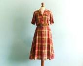 Vintage summer dress shirtdress / button up / collar / short sleeves / red beige brown / check checked plaid / cotton /midi long / medium