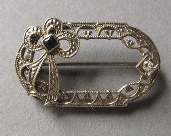 Art Deco Filigree Brooch 10 Karat White Gold Diamond Sapphire Pin Jewelry