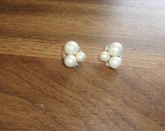 vintage clip on earrings silvertone ivory colored balls