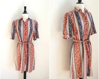 Vintage bohemian print red, blue and beige print dress / boho short sleeved floral print dress / 1970's shirt dress