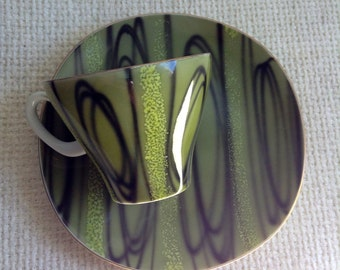 5 Coffee Cups and plates. Groovy Green Black design. Vintage 1960.  Danish Modern. Eames era. Mid century. Kitsch.