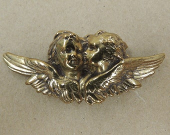 Formed brass toned metal Cherubs, Angels or Cupids brooch pin Valentine's Love Kissing Amore'
