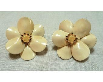 Vintage 1960s Cream & Yellow Flower Earrings