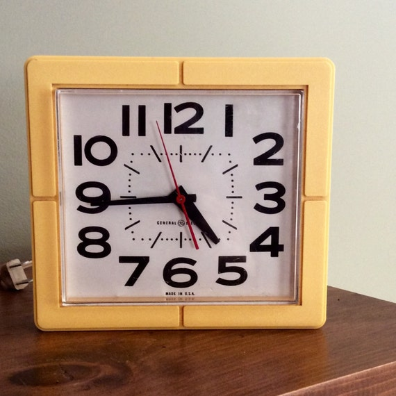 Vintage Retro Kitchen Wall Clock MidCentury General Electric