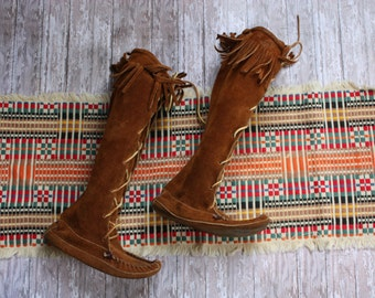 Vintage Minnetonka Brown Leather Front Lace Up Moccasin Boots with Fringe Size 6-7