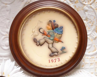 1973 Hum266 Goebel Hummel Collectors Plate Umbrella Basket Flowers