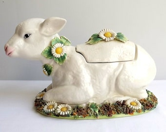 Ceramic lamb tureen, lidded pot, with daisy decoration, made in Italy