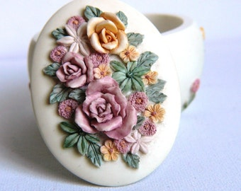 Lovely Vintage Trinket Box Engagement Ring Box Gift Box Oval Shape with Flowers Traditional English Excellent Condition Great Gift Box