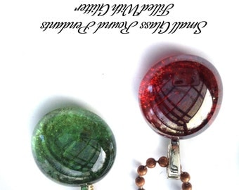 Set of 2 Glass pendants - red and green  for Christmas