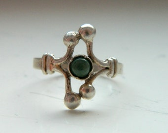 Vintage Floral Elven Silver Ring with Green Stone Size 7 1/2