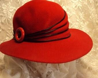 Retro red hat, 1980's  Vintage felt chapeau  boho headwear