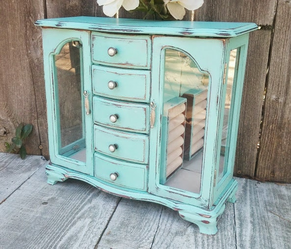 Light mint green shabby chic jewelry box by huckleberryvntg Very light mint green paint
