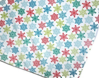 Snowflake blanket, Christmas baby blanket, Snowflake baby blanket, Red and green baby blanket, Christmas Flannel Blanket with Fleece back