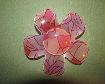 Vintage Groovy Hippy Purple Pink Plastic Lucite Flower Brooch Pin