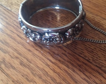 Vintage Karu Arke inc.  Wide hinged Bangle with safety chain
