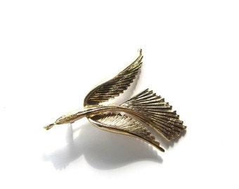 Gold Crested Flying Bird Brooch Bird in Flight Pin