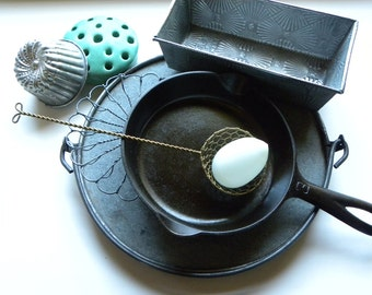 FRENCH Bakery Fine Wire Worked Woven Solid Brass Intricate Pattern Round Egg Basket Lifter w/ Looped Bow Hanging Handle