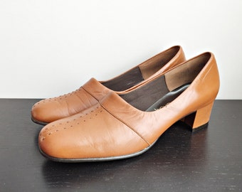 Vintage 70s brown shoes/ New Old Stock size 7.5 pumps/ retro dress shoes Air Step/ new in original box/ size 7 1/2/ NOS/ pilgrim shoes