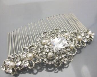 Vintage style Wedding hair comb Pearl Bridal hair comb Rhinestone Wedding headpiece Bridal hair accessory Wedding hairpiece Bridal haircomb