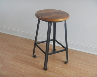 Industrial Style Counter Stool / Bar Stool / Kitchen Stool / Reclaimed Wood / Welded Steel