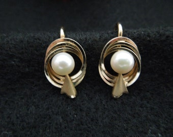 Vintage Cultra Earrings, 14 Karat Gold Filled, Real Pearl.  Pretty.  Excellent Condition