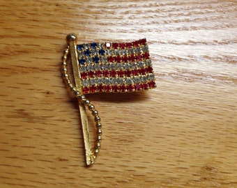 Vintage Goldtone American Flag Pin/Brooch