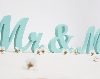 Mr and Mrs sign, wedding wooden signs, DIY sweetheart table,