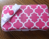 A pink quatrefoil wipes case for baby is  the gift you need. Bow and ribbon ,use or not .Monogram is included .