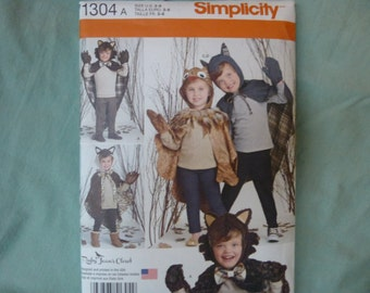 Simplicity 1304: Children's Lined Animal Cape with Mittens