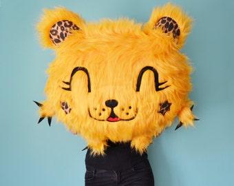Bear soft toy or pillow 70 cm long. Peluche y cojín .