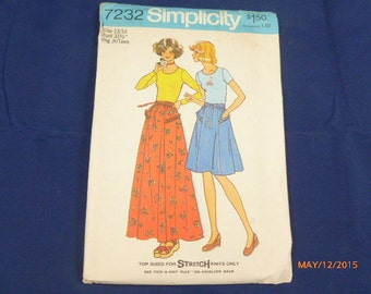 7232 Simplicity SZ 13 14 Young Junior Teen Pattern Skirt in Two Lengths Pullover Top Vintage 1975 Uncut