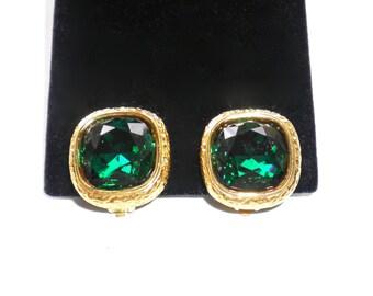 SWAROVSKI  Vintage Brilliant Green Crystal Clip Earrings AUSTRIA Swan Logo