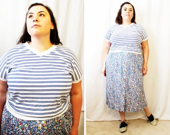 Plus Size - Vintage Blue & White Stripe V-Neck Dolmen Sleeve Shirt (Size 14/16)