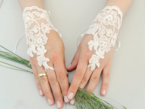 ByVivivenne original design ivory Wedding Glove, Fingerless Glove, High Quality lace, ivory wedding gown, handmade