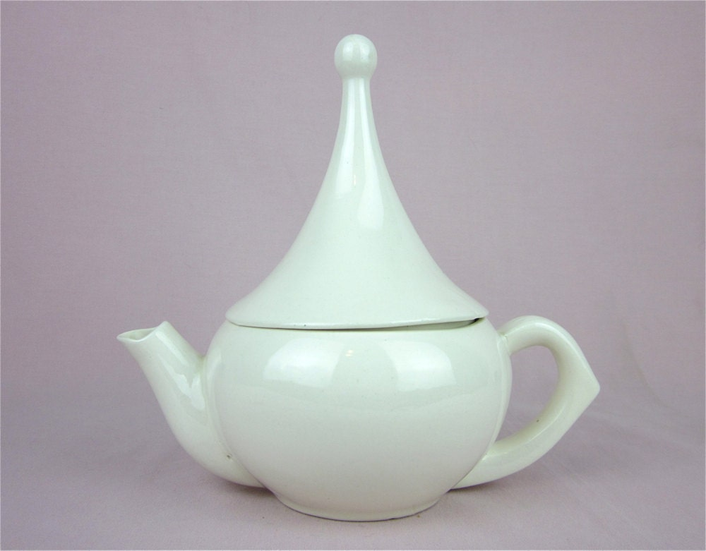 Vintage Teapot Unusual Pointed Lid By Junquie On Etsy