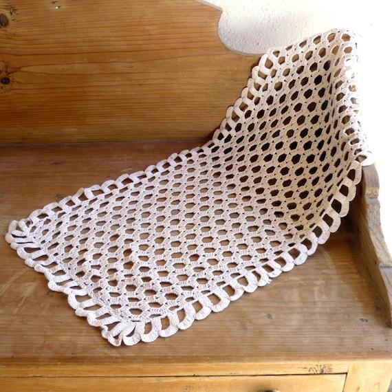 Articles similaires chemin de table beige d cor neutre for Chemin de table crochet