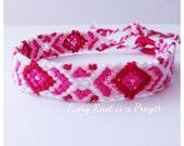 Red Pink White degrade Costumizable Friendship Bracelet, Macrame, Woven Bracelet, Knotted Bracelet