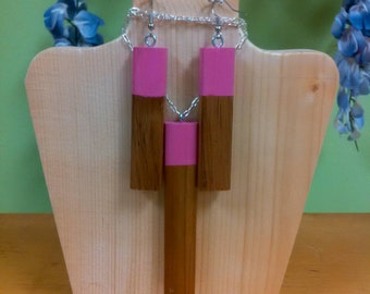 Wooden pendant with matching earrings