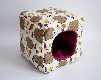 cosy cuddle cube for guinea pigs (hedgehogs in the forest/berry)