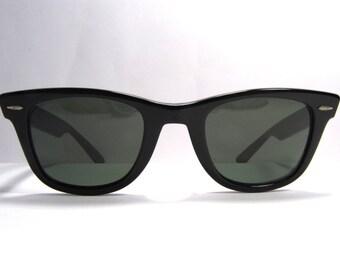 Ray Ban B&L Wayfarer vintage sunglasses 1980s  black U.S.A