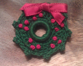 Vintage Handmade Crochet Small Christmas Wreath Brooch Pin