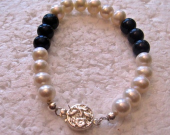 Pearl Bracelet, Cultured, Sterling Silver Clasp     B48