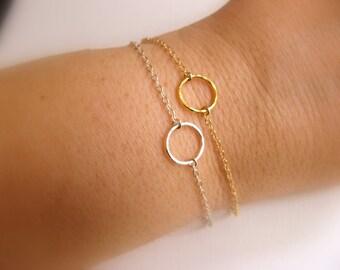 Dainty Circle Bracelet - Bracelet with hammered open circle - bride bracelet - friendship bracelet - Karma bracelet - gift for her under 20