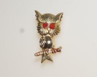 """Gumball Prize Owl Pin 1"""" Gold Tone Red Eyes Hong Kong Pin Brooch"""