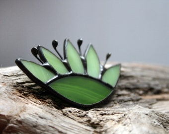 Green Flower Brooch, Mother's day gift, Green Pin, Spring colors, Stained glass Jewelry, Gift For Her