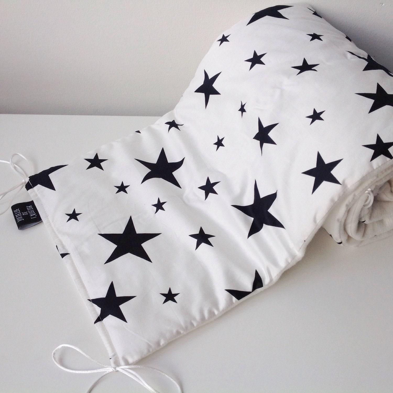 Witte bedomranding met zwarte sterren print - Witte hoofdeinde ...